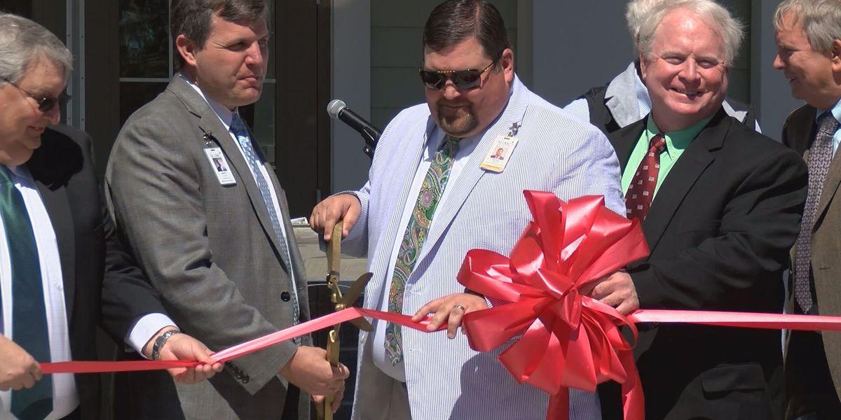 Lakeland opens new senior citizen center