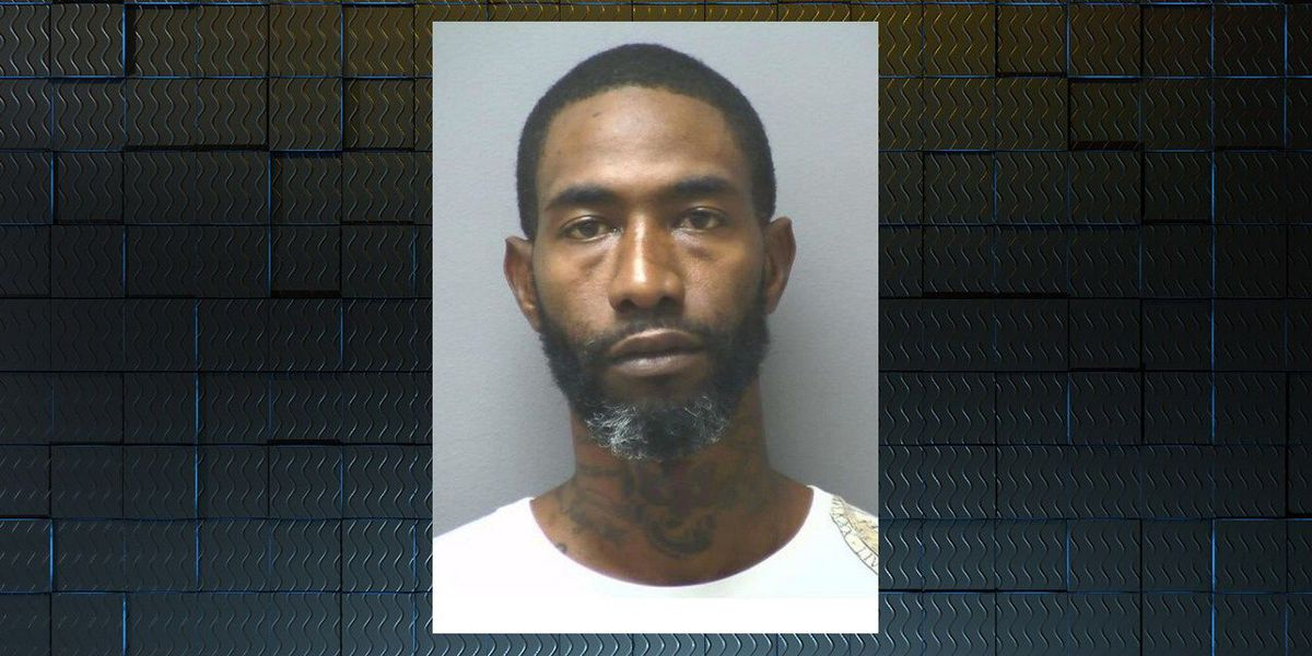Thomasville man arrested after barricading himself, cashier in gas station
