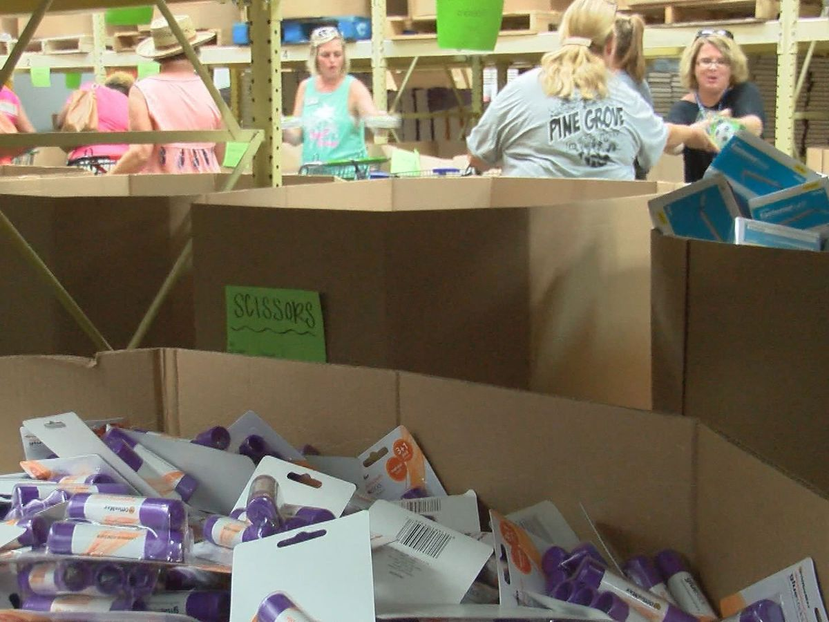 Almost 2,000 teachers show up for free school supplies in Valdosta