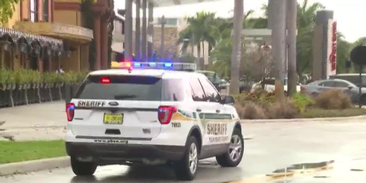 Florida police: No active mall shooter, 1 with gunshot wound