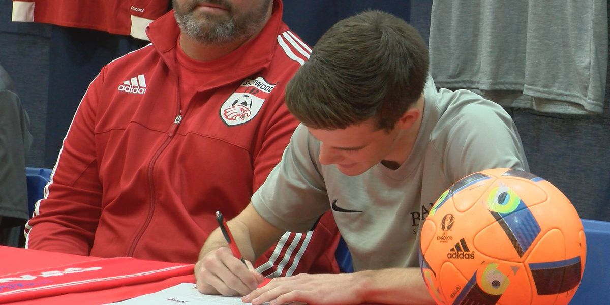 Josh Thomas signs with Bryan College