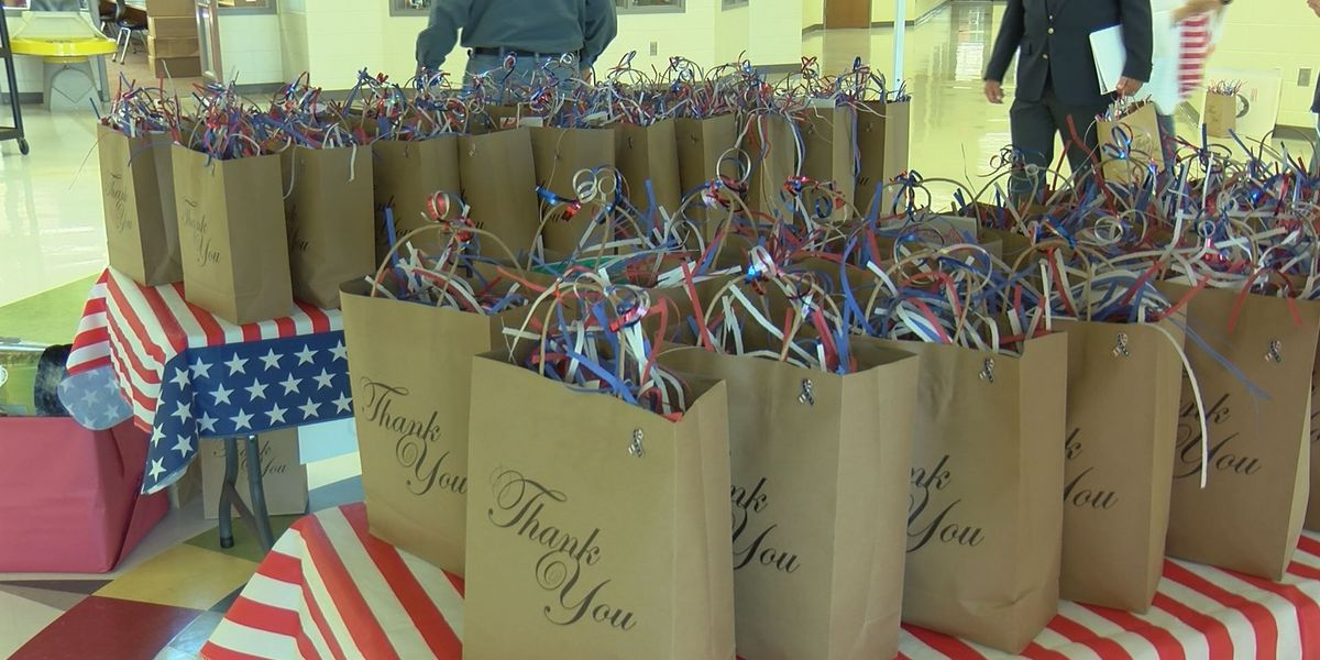Worth Co. students donate gift bags to veterans at VA hospital