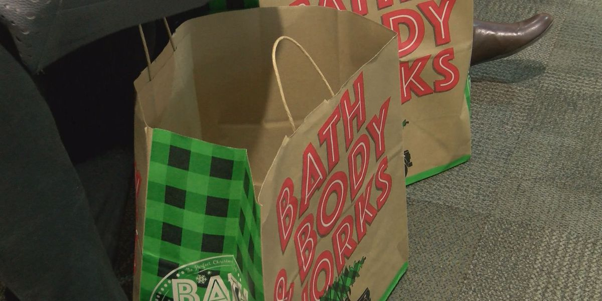 Shoppers head to Albany mall on Thanksgiving Day for Black Friday Deals