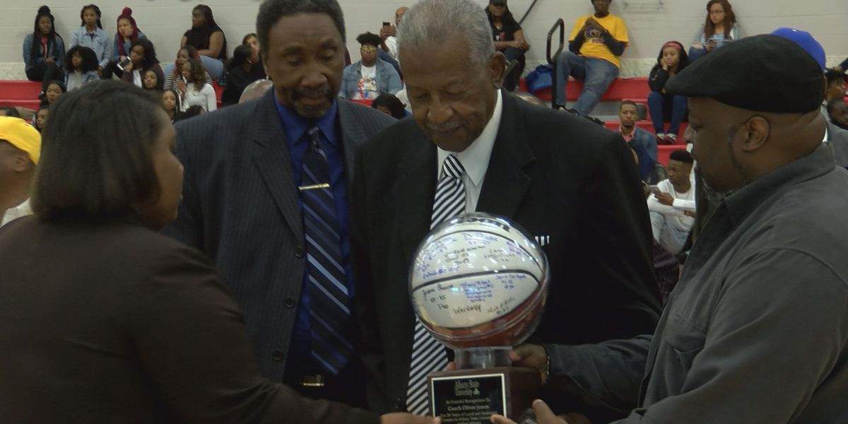 Oliver Jones honored at Albany State homecoming game
