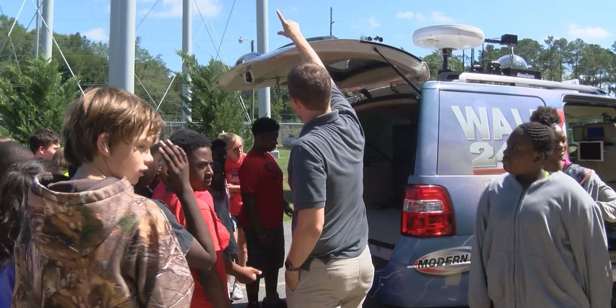 Ben Hill Elementary students receive special weather lesson
