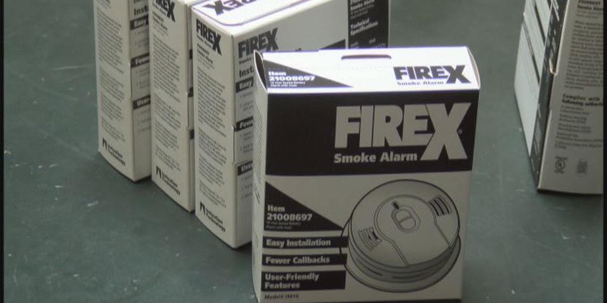 Firefighters install smoke detectors for free