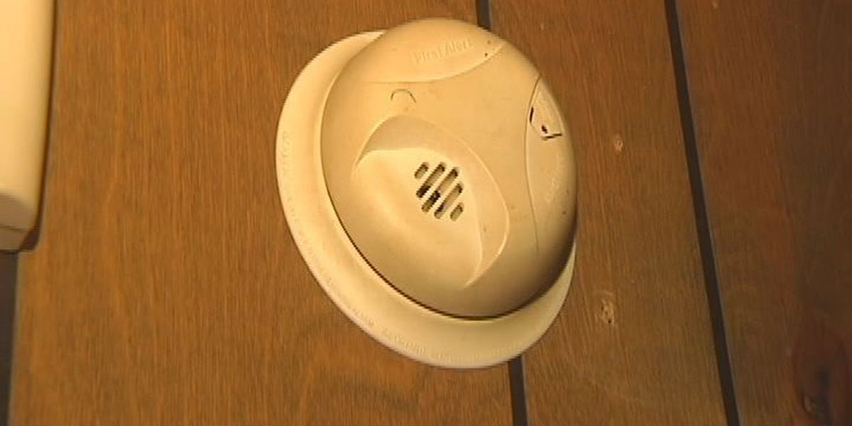 Firefighters urge folks to check smoke detectors
