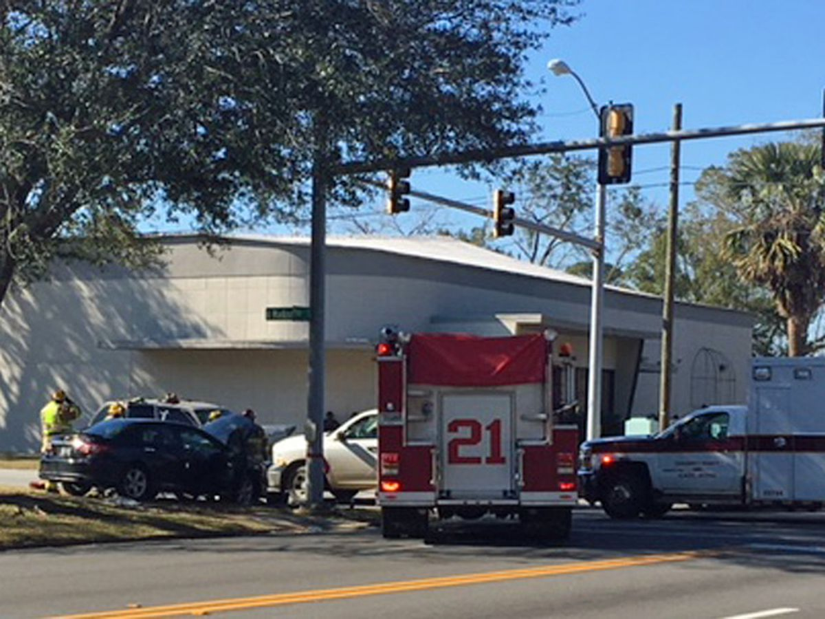 Three-car wreck reported in Albany