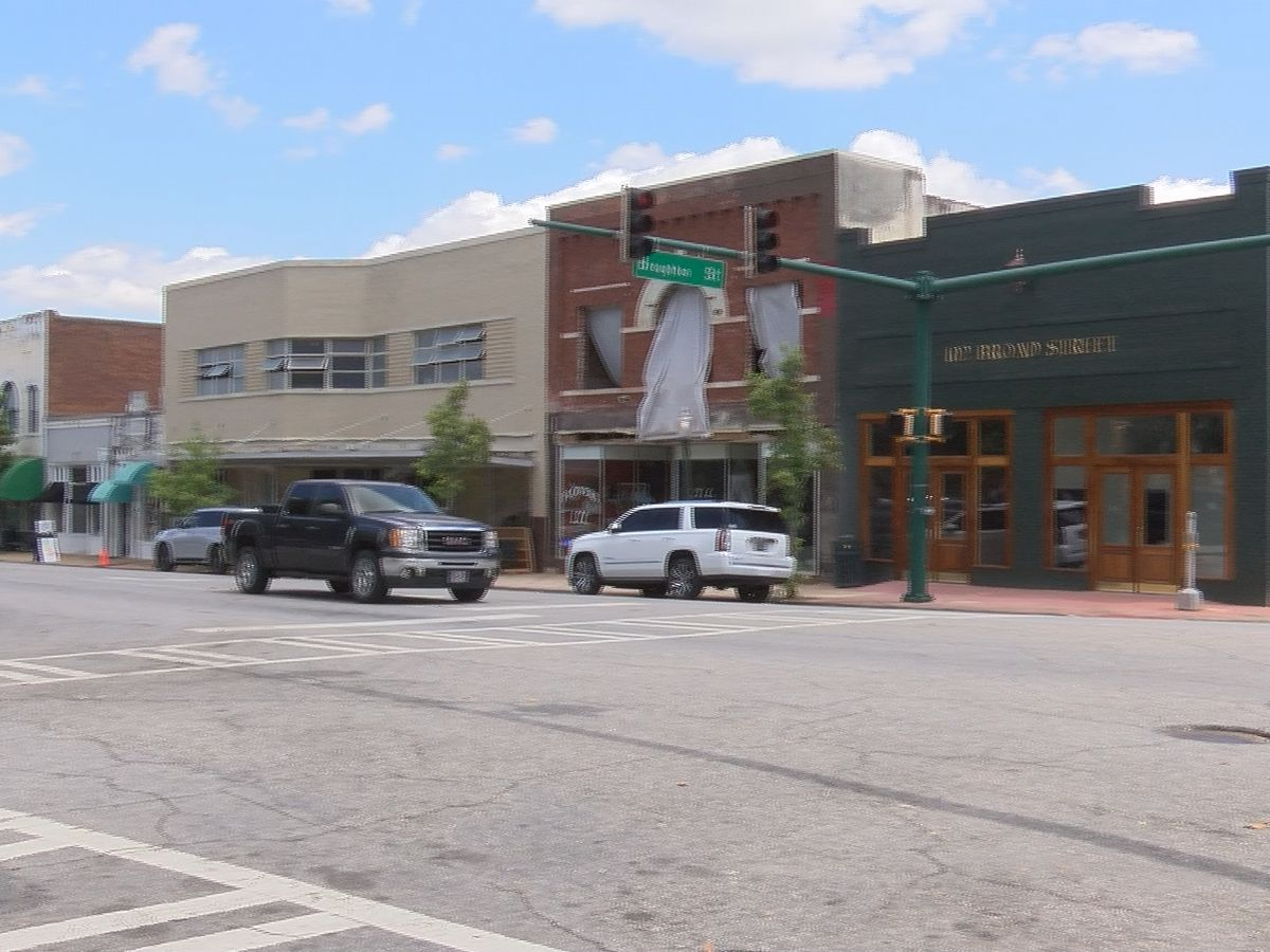 Downtown Bainbridge slowly begins to reopen