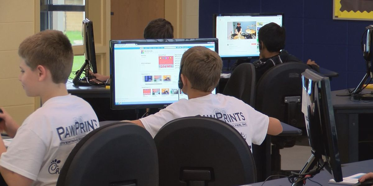 Thomas Co. middle school students study coding during summer camp