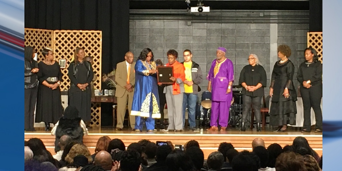 Hundreds fill auditorium for play honoring Freedom Singer Rutha Harris