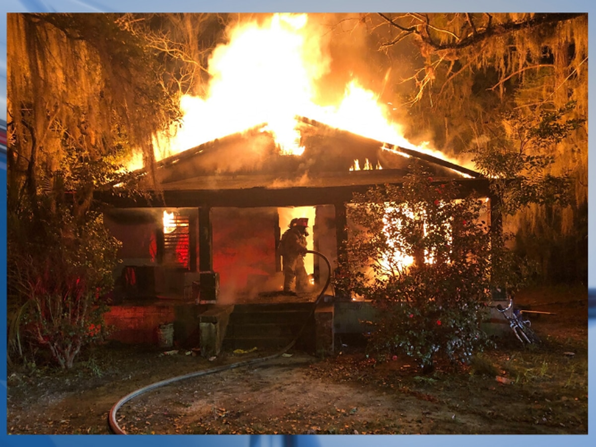 Valdosta Fire responds to fully engulfed house fire