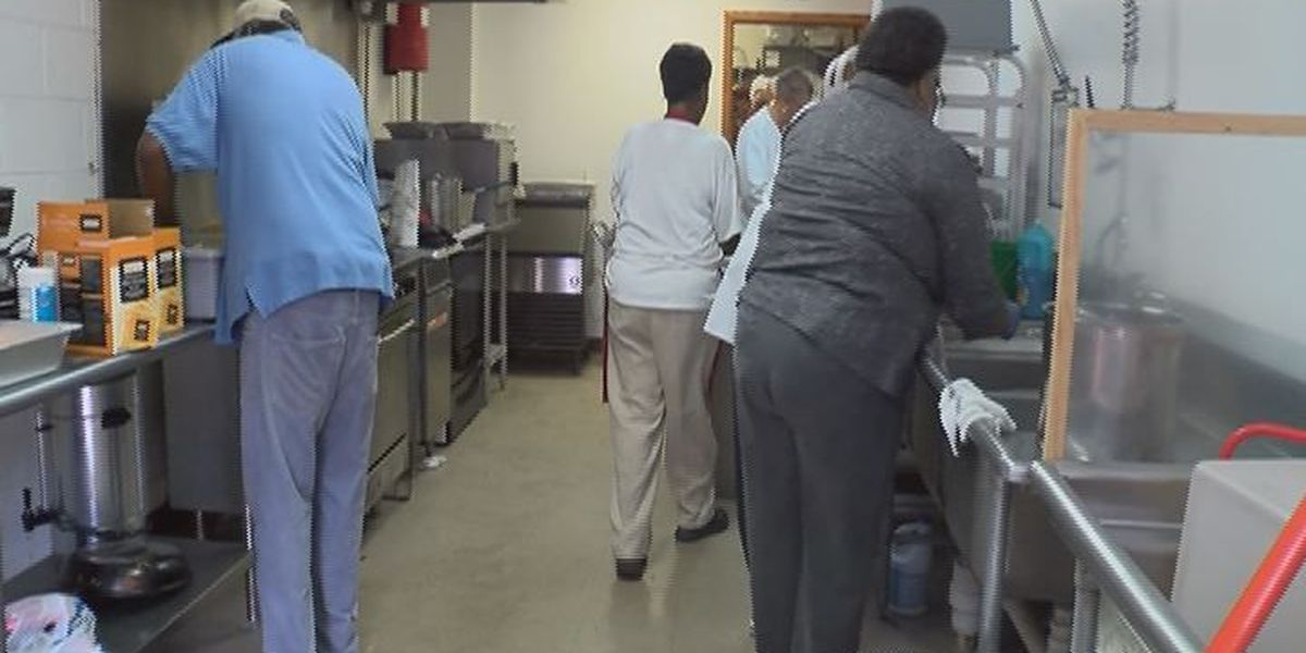 Church feeds, clothes homeless community for Thanksgiving