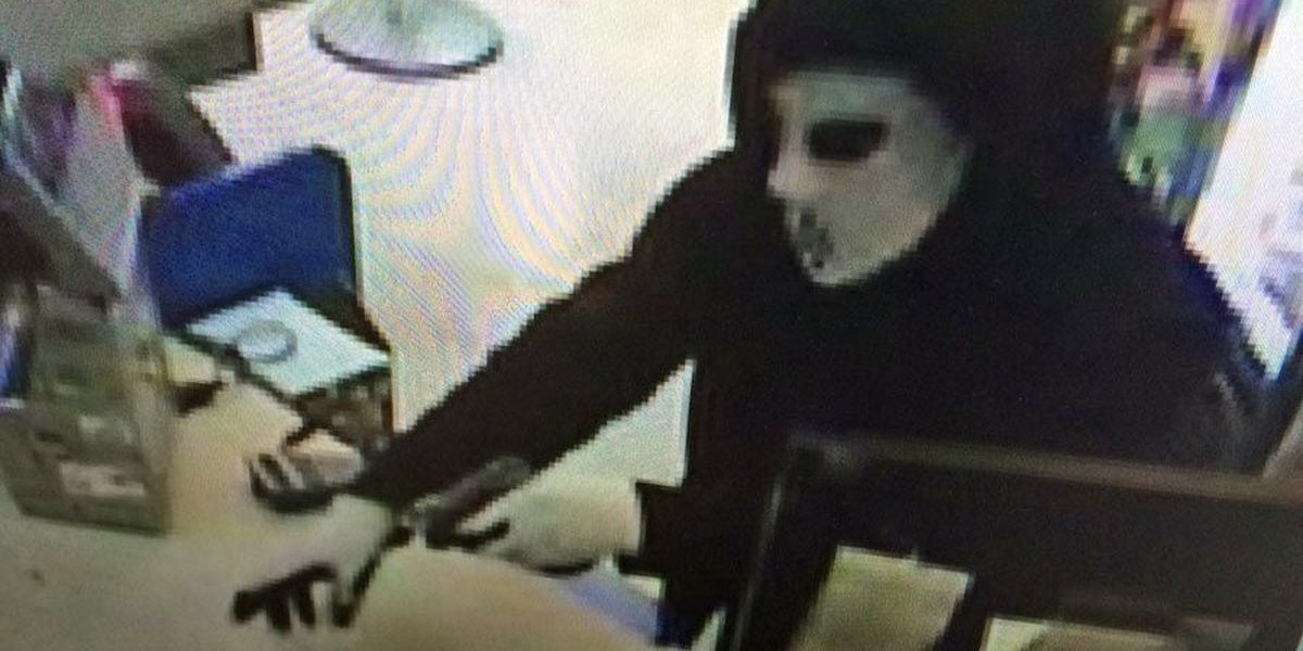 Woodall's armed robber still on the loose