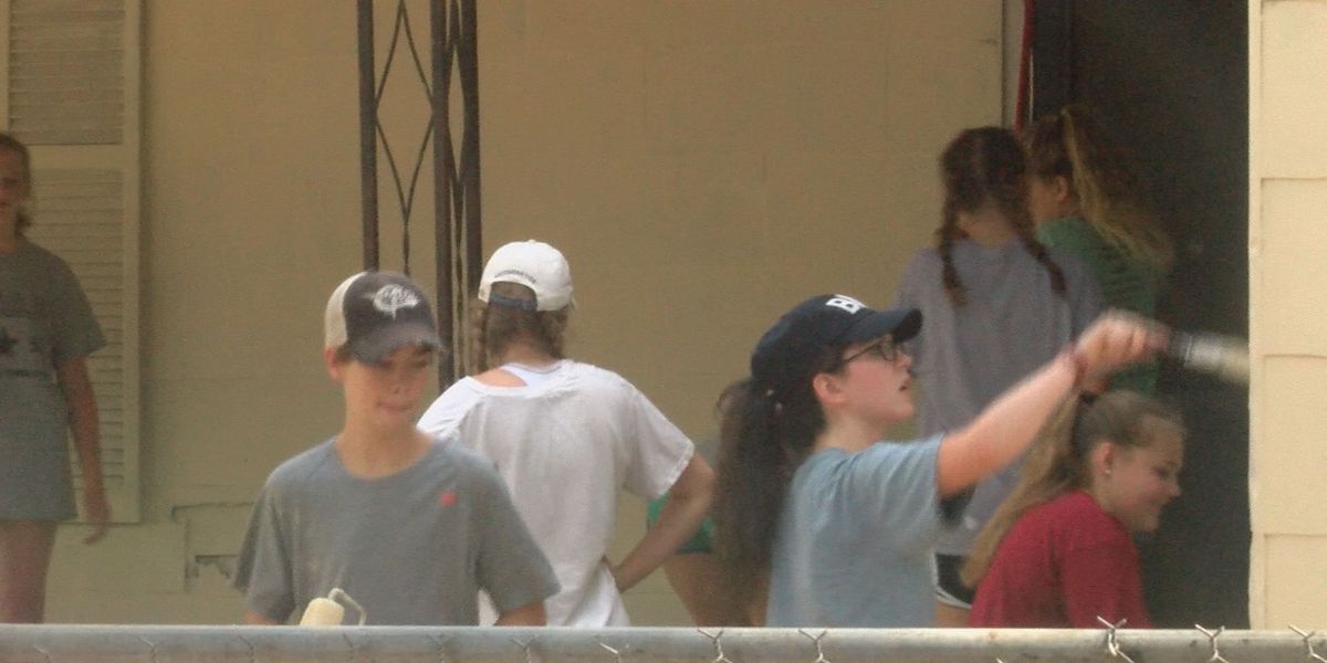 Students paint home for Albany family