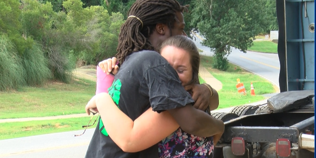 'It really takes an evil person to leave': Stranger helps family of three after the driver leaves scene of crash