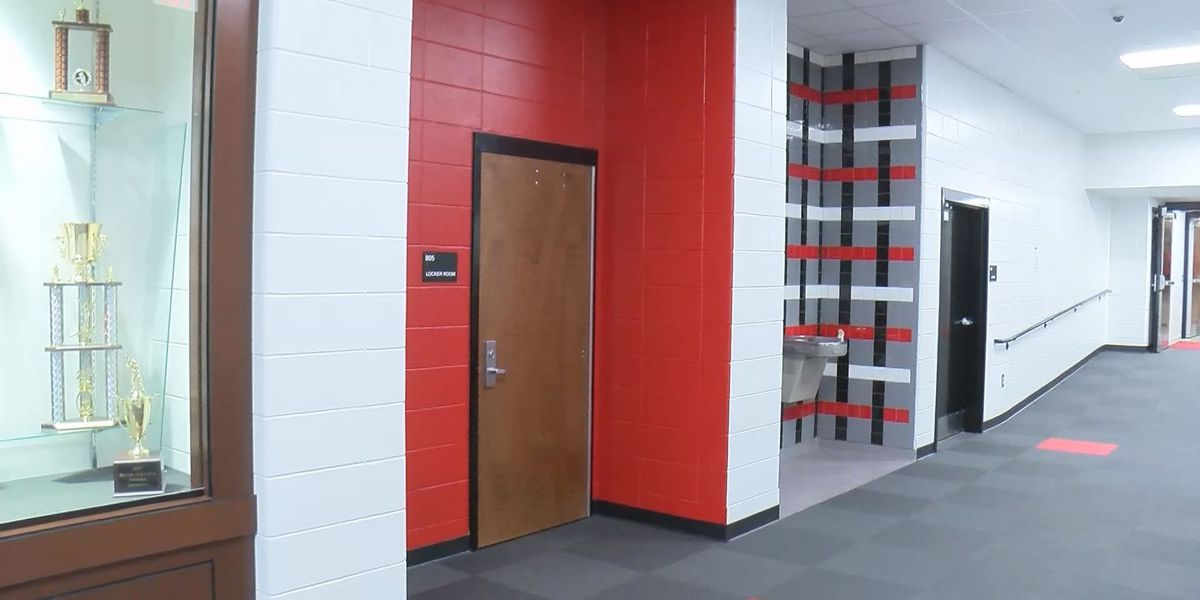 Students and faculty work around renovations at LCHS