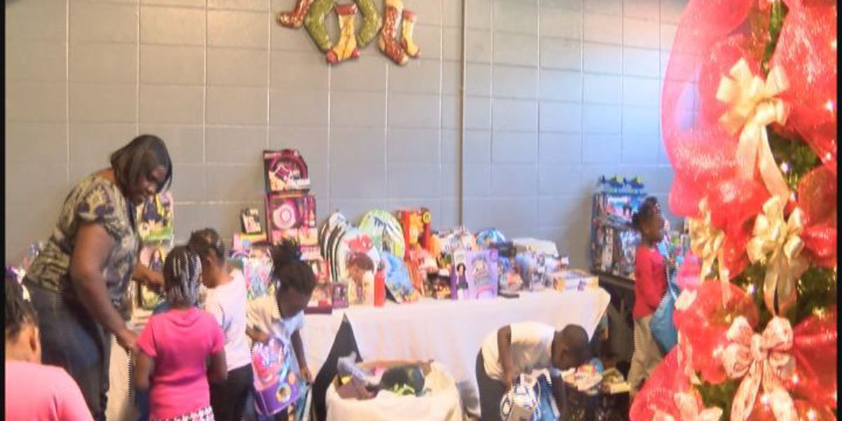 Dawson youth center hosts Christmas giveaway