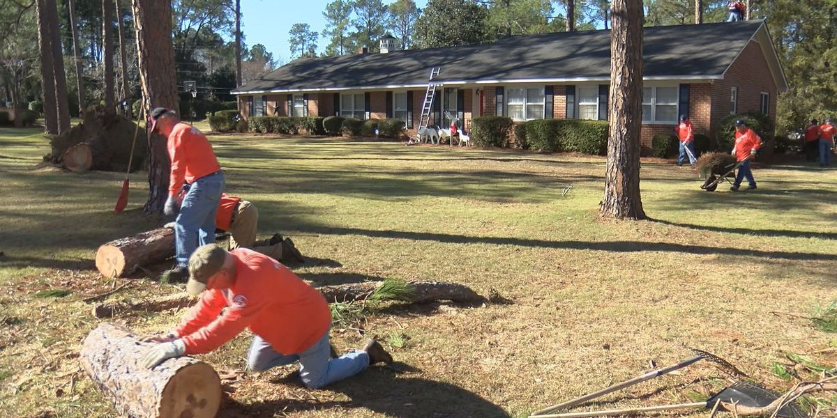 Volunteers still offering aid, support to Albany after storm