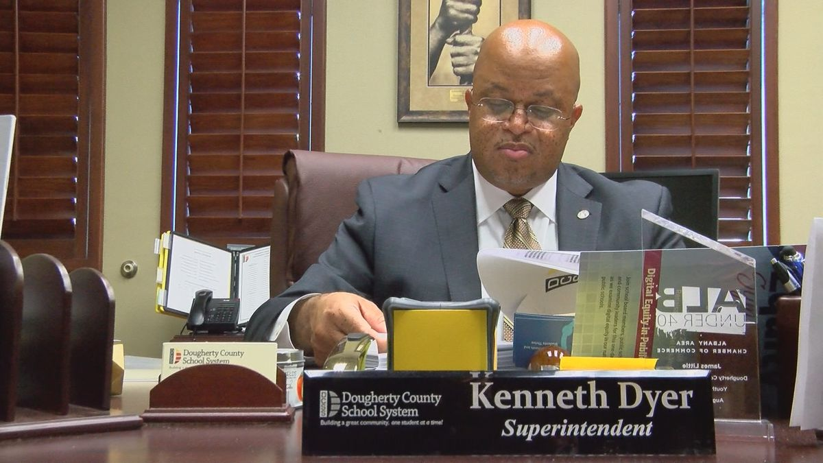 DCSS superintendent recommends delaying the start of school