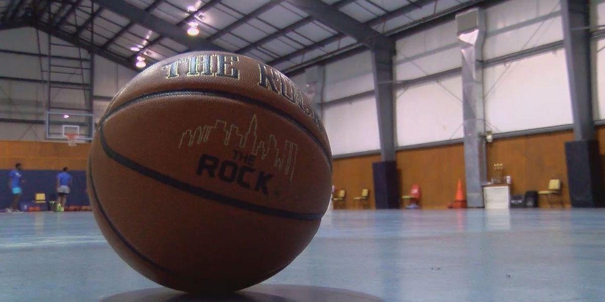 Jumaine Jones hosts youth basketball camp