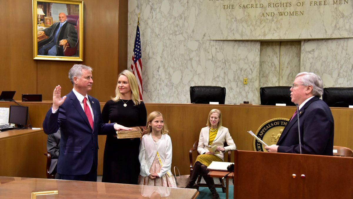 Hodges sworn in to serve on state Court of Appeals