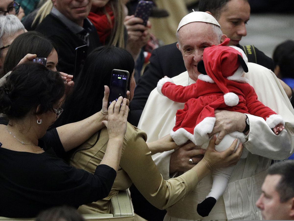 Kids at a Vatican charity give Pope Francis a birthday cake