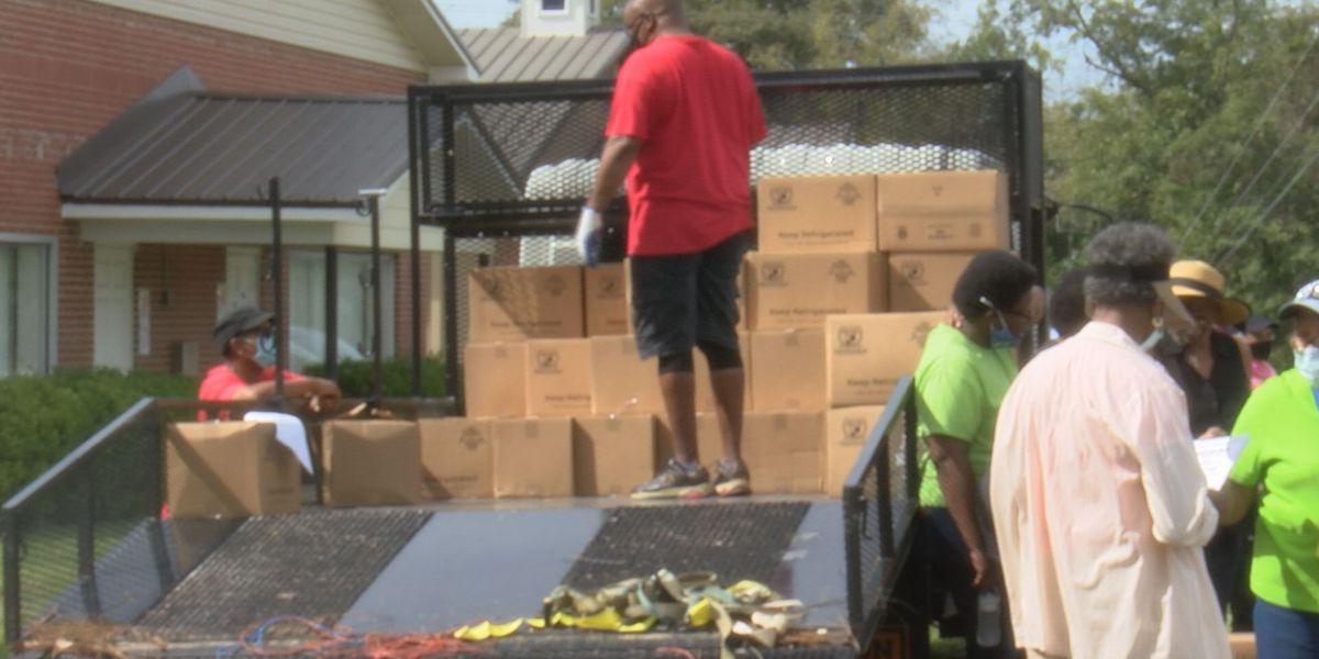 Sylvester church distributes food boxes for those in need