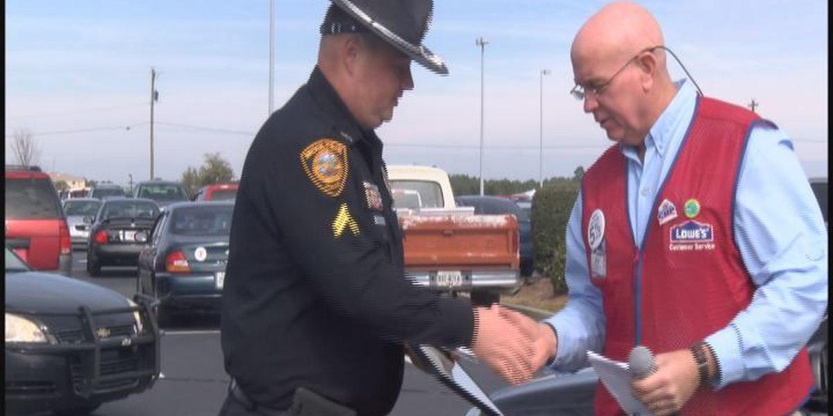 Lowe's recognizes public safety workers in Moultrie