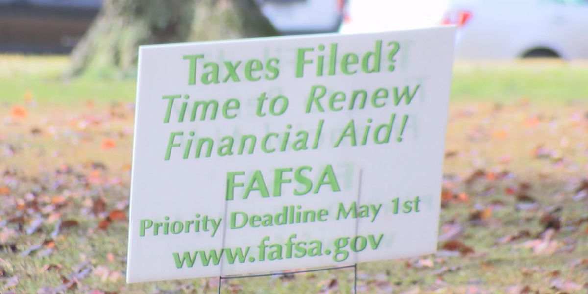 Financial aid counselors stress completing FAFSA early