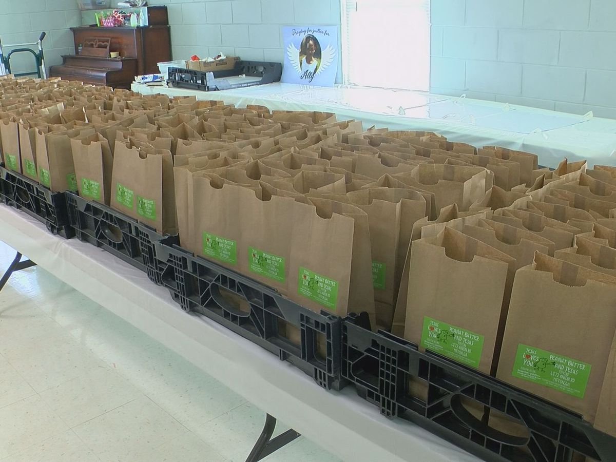 'Peanut Butter and Jesus' ministry helps feed children during pandemic
