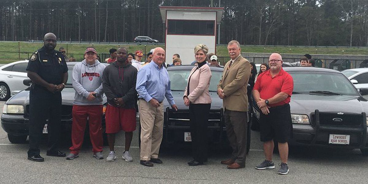 Sheriff donates cars to Lowndes High Driver's Ed program