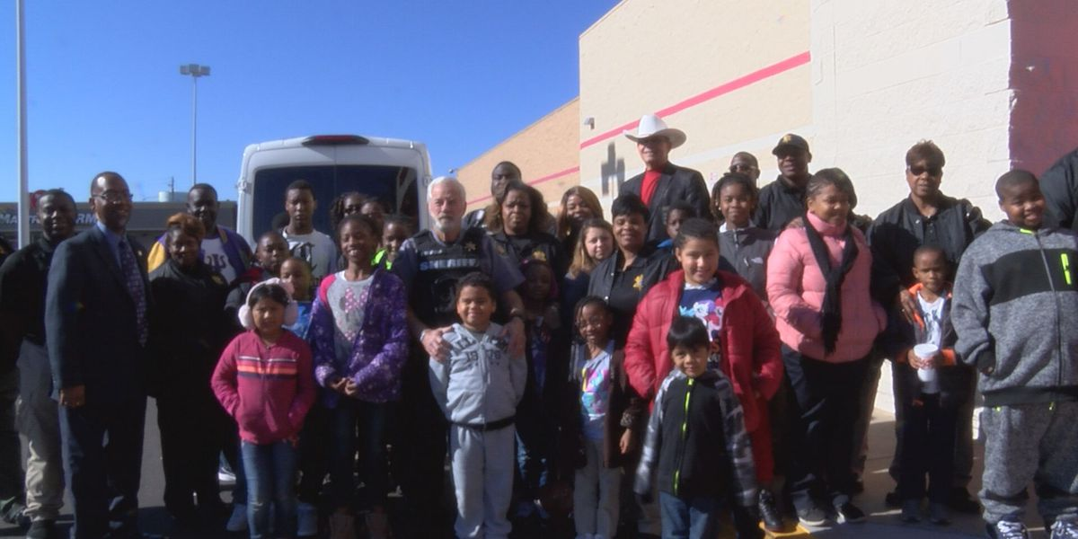 Dougherty Co. deputies spread holiday cheer with gifts for kids