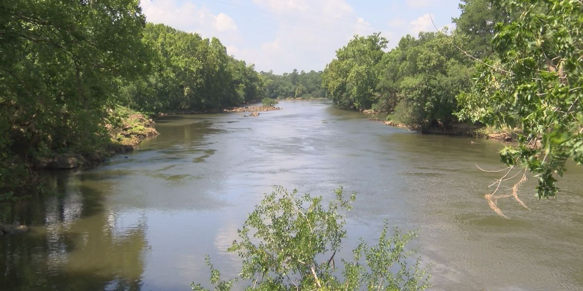 Couples rescued after getting lost on Flint River