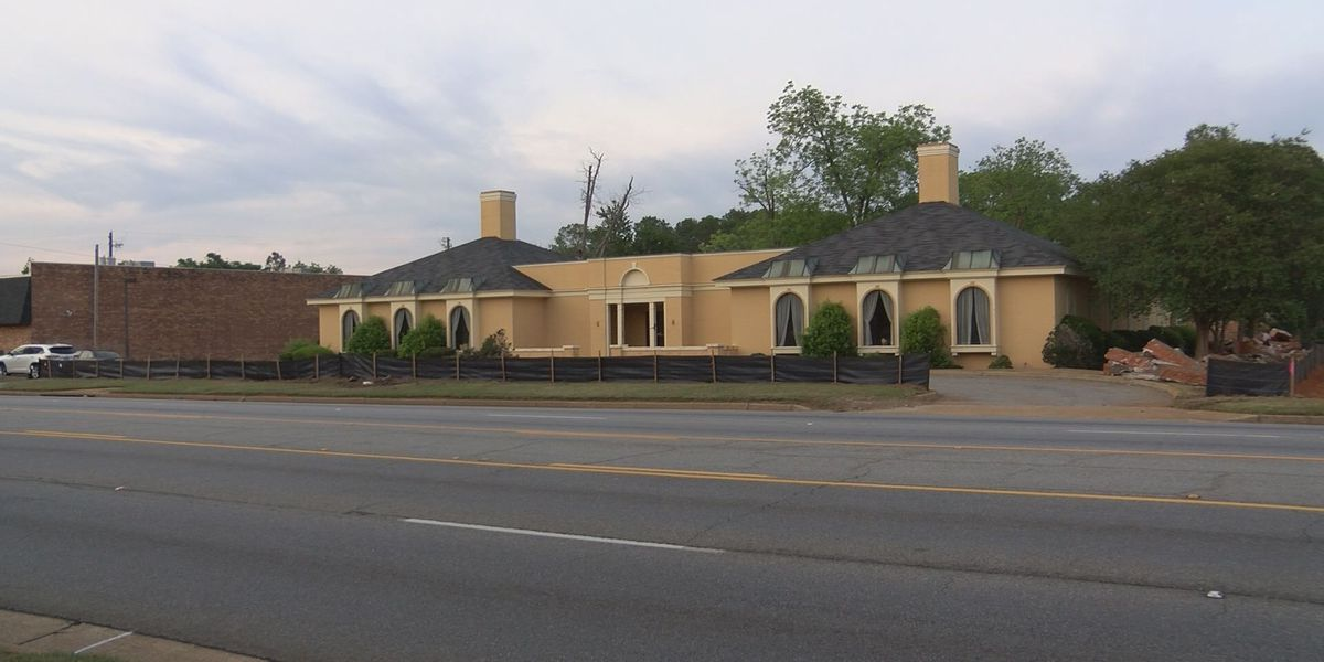 Old business building to make way for new Albany store