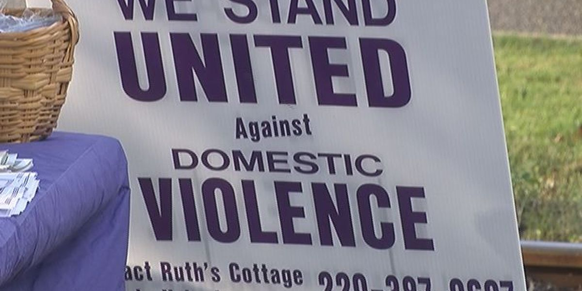 Domestic Violence vigil held in Tifton