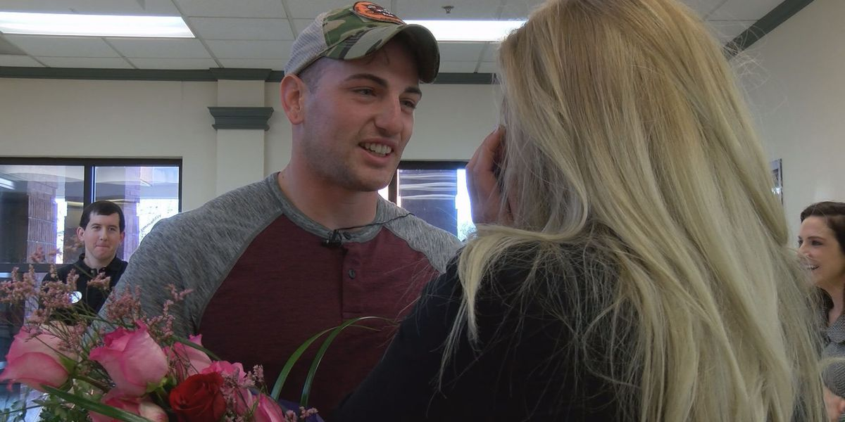 Army sergeant surprises wife, sons in emotional homecoming from Kuwait