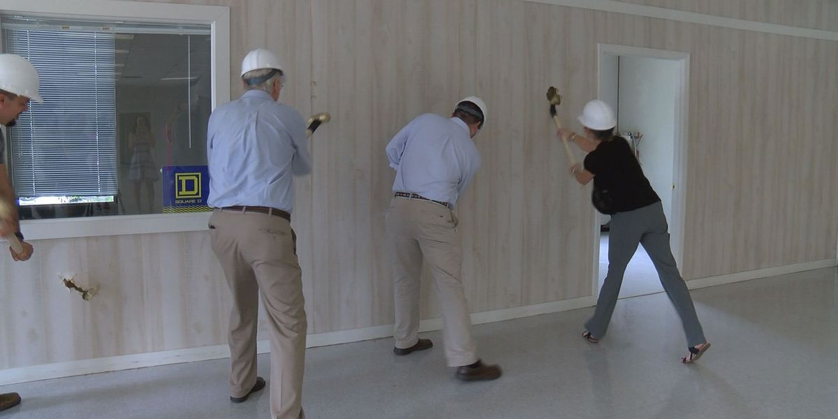 'Wall-breaking' ceremony held for a new Thomasville business