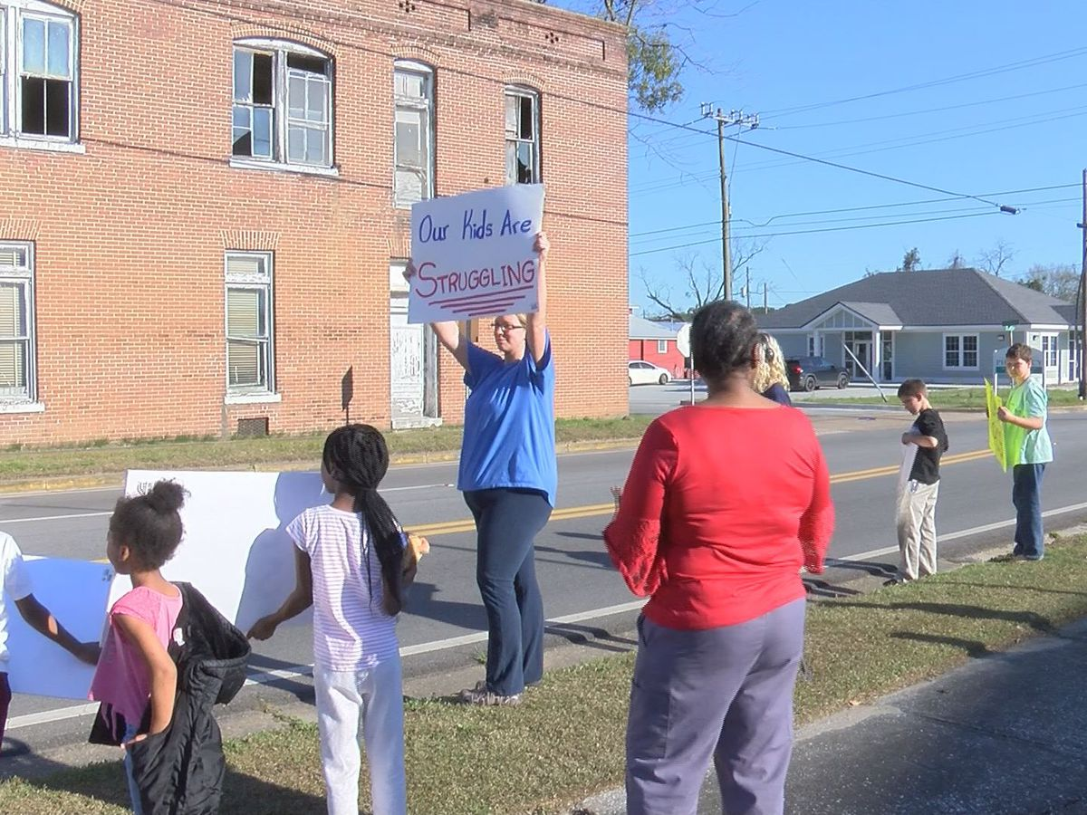 Parents protest at Pelham City Schools
