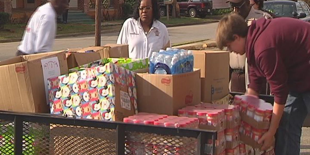 'Hummer' drive donates thousands of items to food pantry