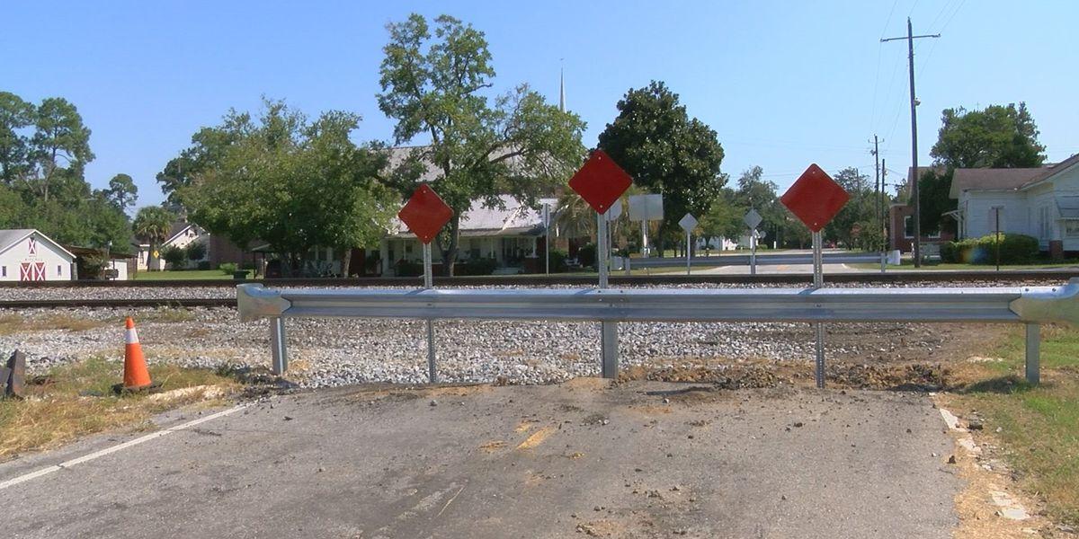Hahira railroad crossing closes