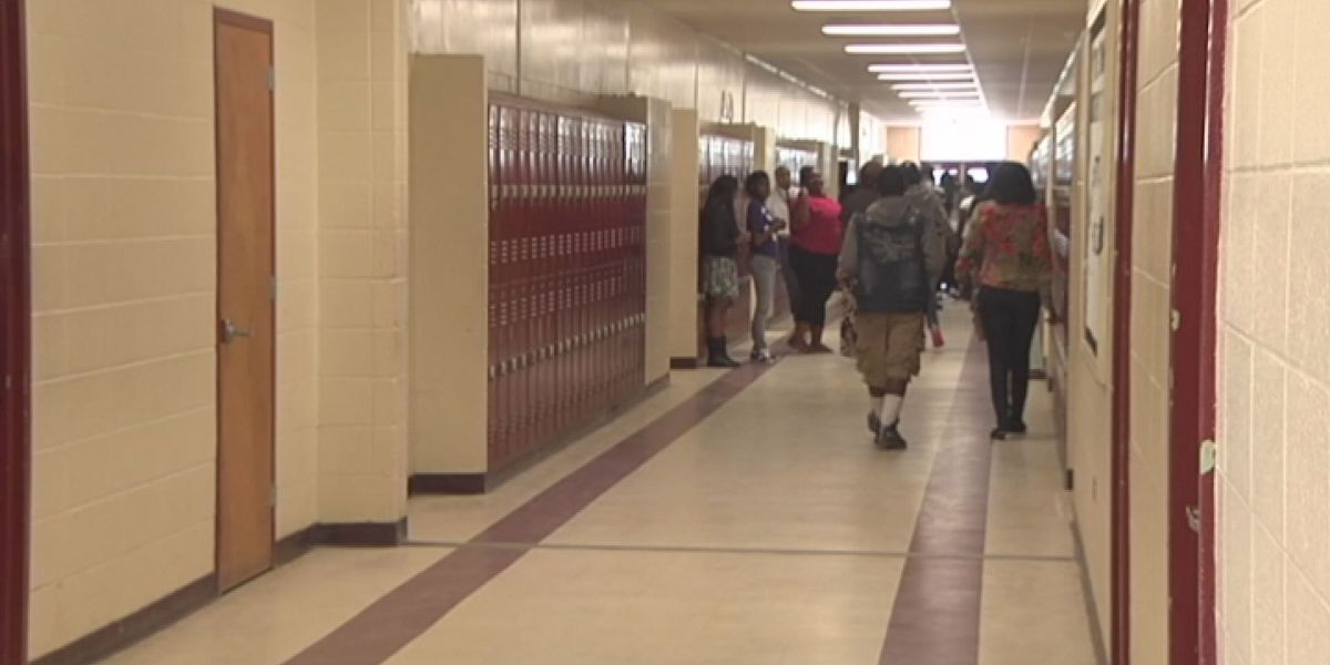 State superintendent stops in Tifton, discusses fewer students in schools