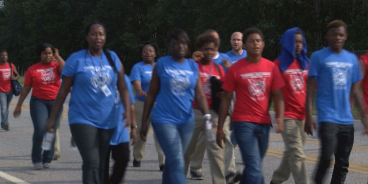Hundreds march for peace in Albany