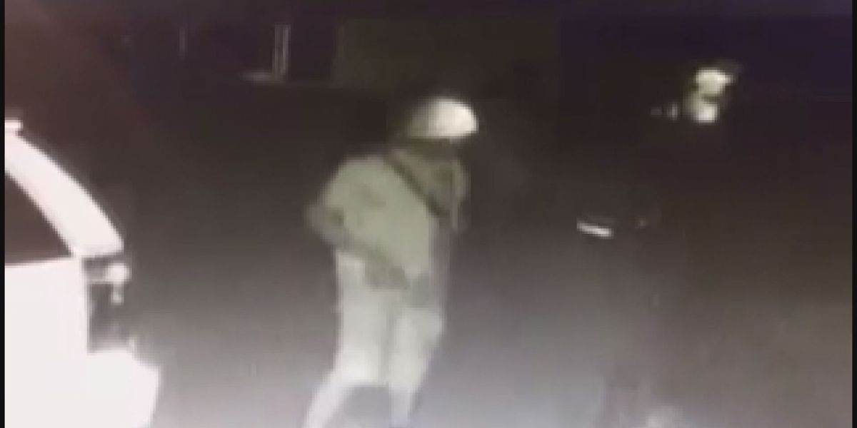 APD needs help identifying Doublegate Dr. entering auto suspects