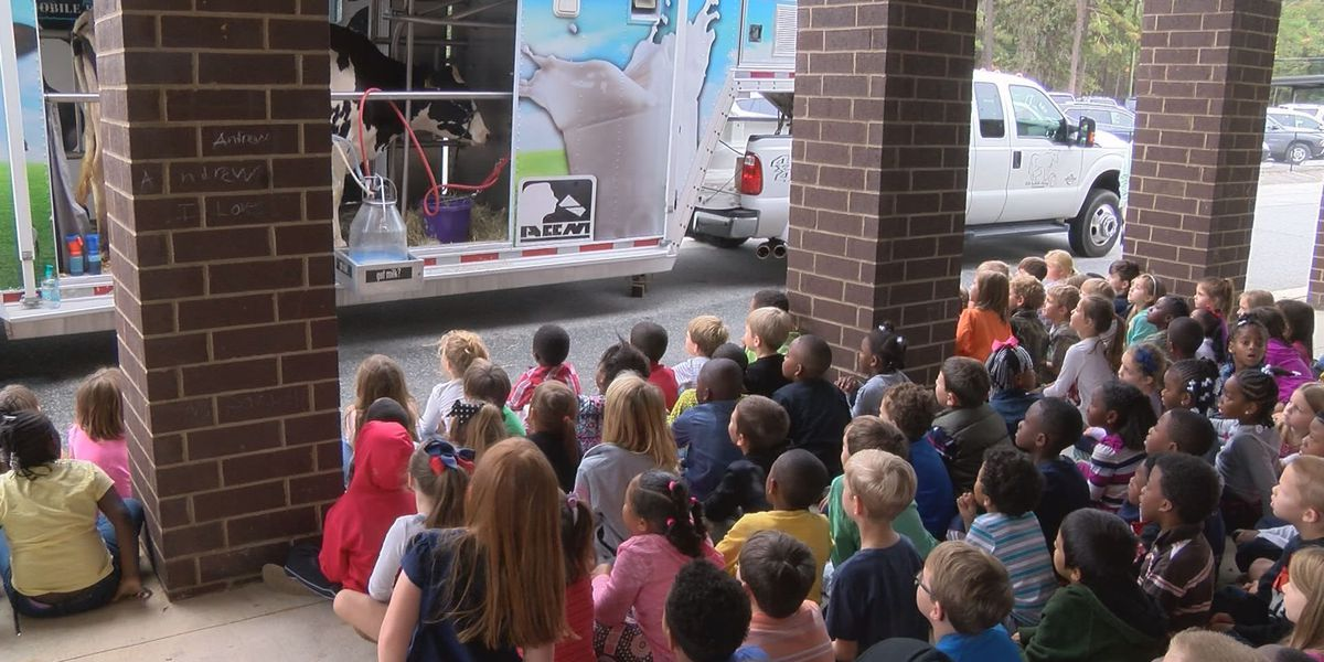 Thomas Co. students get a outdoor lesson from the Georgia Mobile Dairy Classroom