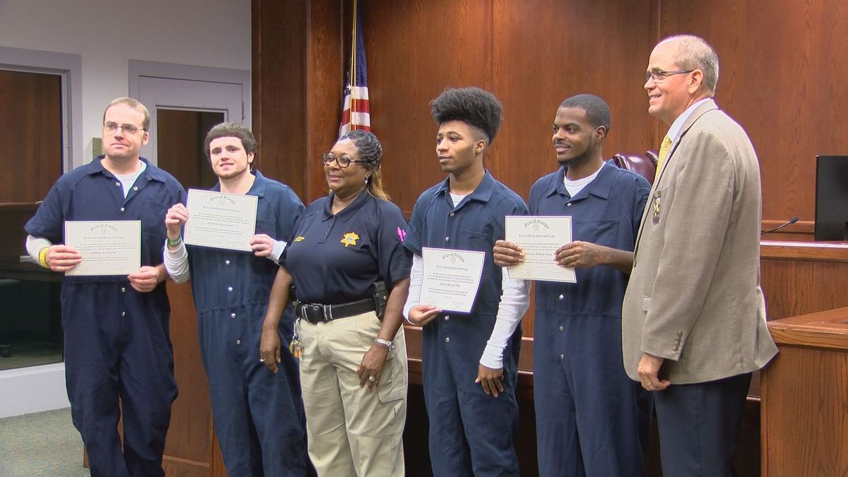 4 Dougherty Co. inmates earn their GED