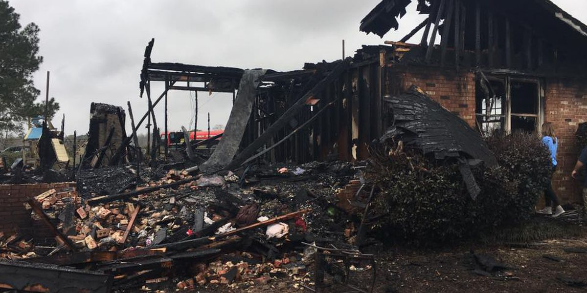 Family escapes safely before fire destroys Edison home