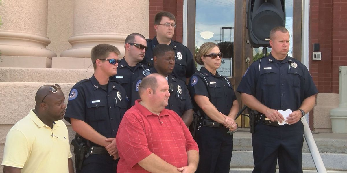 Ashburn community holds vigil in support of law enforcement