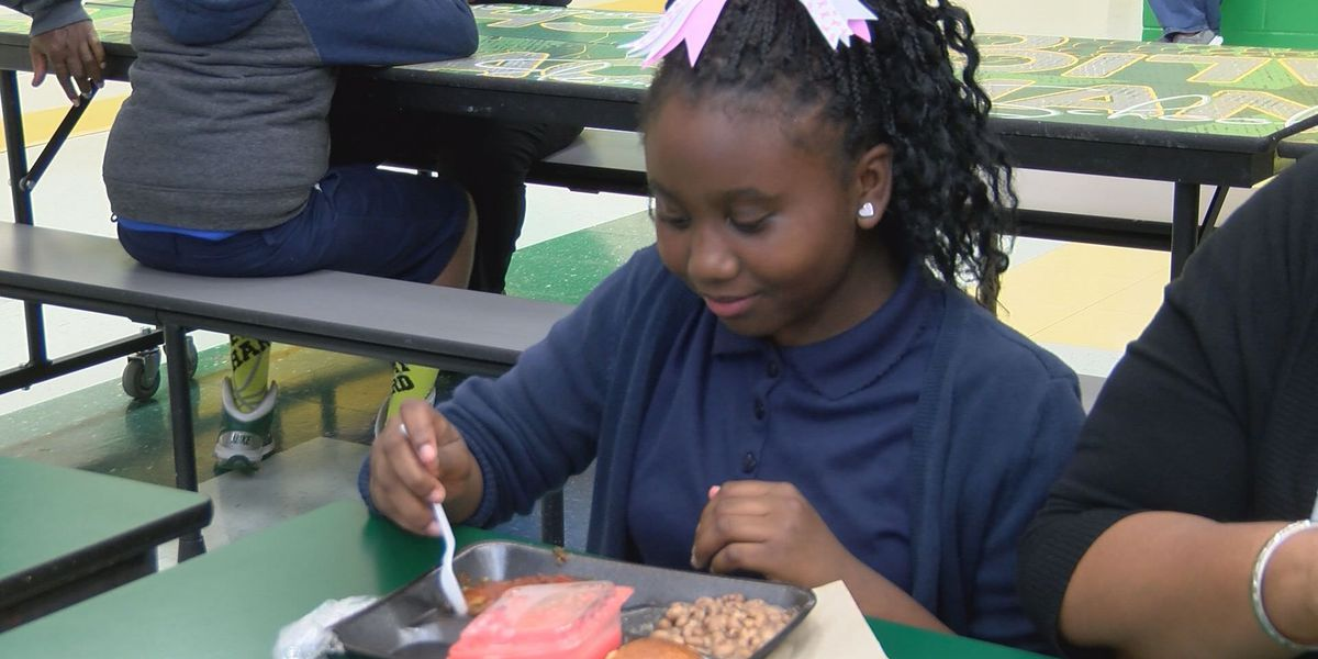 Parents dine in during School Lunch Week