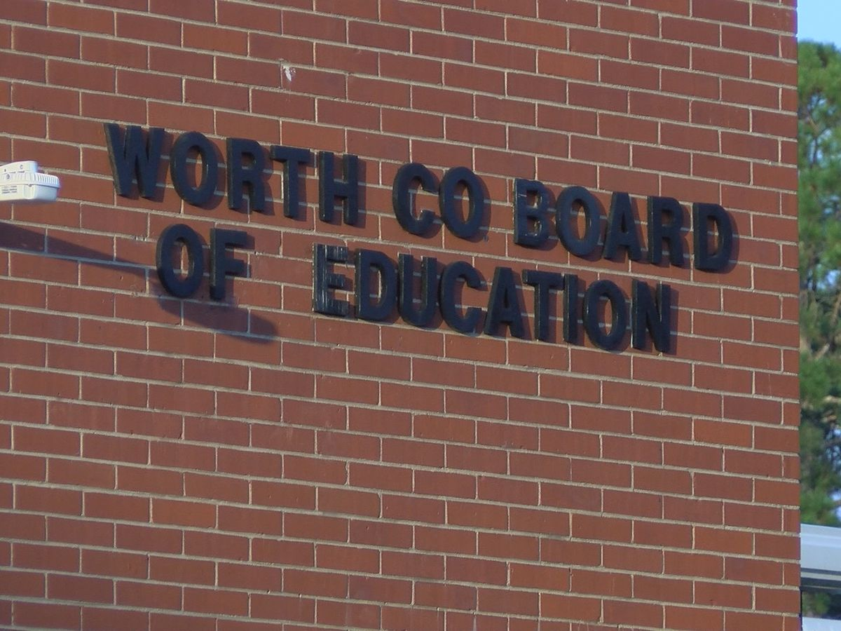Worth Co. parents urge school board members to wait until January to hire new superintendent